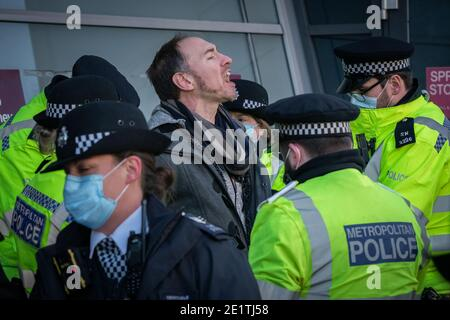Coronavirus: Des arrestations sont effectuées au cours d'une tentative de rassemblement anti-verrouillage à Clapham Common contre les restrictions actuelles du gouvernement COVID19, Royaume-Uni.