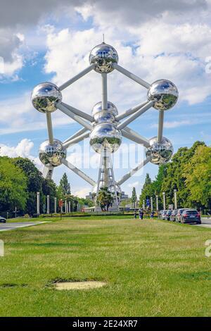 Bruxelles, Belgique - 20 juillet 2020 : Atomium est un modèle à atome de fer de 102 mètres de haut, construit à l'origine pour l'Expo '58.