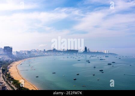 Brume matinale et pollution, Pattaya, Chon Buri, Thaïlande