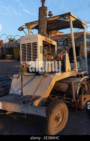 Une machine de balayage de la route utilisée dans les travaux routiers au Mexique.