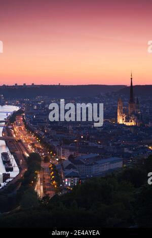 Vue imprenable sur la cathédrale notre Dame de Paris dans une ville, Rouen, département Seine-Maritime, Normandie, France