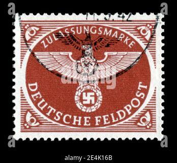 ALLEMAGNE - VERS 1942: Timbre-poste historique allemand: Aigle impérial avec svastika, feldpost, pour les colis pesant jusqu'à 1 kg, postmarqué, ww2