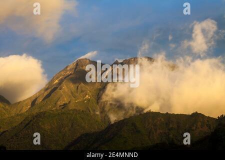 Dernière lumière du soir sur le volcan Baru, 3475 m, province de Chiriqui, République du Panama.