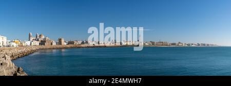 Cadix, Espagne - 16 janvier 2021 : vue panoramique sur le centre-ville historique de Cadix