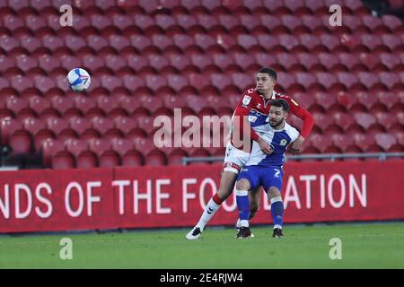 MIDDLESBROUGH, ANGLETERRE. JAN 24TH Nathan Wood de Middlesbrough en action avec Adam Armstrong de Blackburn Rovers lors du match de championnat Sky Bet entre Middlesbrough et Blackburn Rovers au stade Riverside, Middlesbrough, le dimanche 24 janvier 2021. (Credit: Mark Fletcher | MI News) Credit: MI News & Sport /Alay Live News Banque D'Images