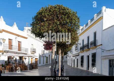 Conil de la Frontera, Espagne - 17 janvier 2021 : place Santa Catalina dans le centre historique de Conil de la Frontera