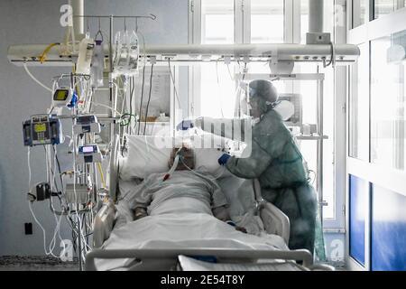 Italie, région Lombardie, Cremona, 6 mai 2020 : épidémie du virus Covid-19. Urgence du coronavirus. Hôpital Maggiore, dans la photo médecins et infirmières à