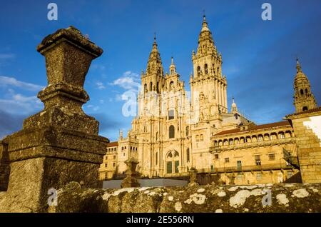 Saint-Jacques-de-Compostelle, PROVINCE de la Corogne, Galice, Espagne - 12 février 2020 : façade baroque de la cathédrale sur la place Obradoiro. La cathédr