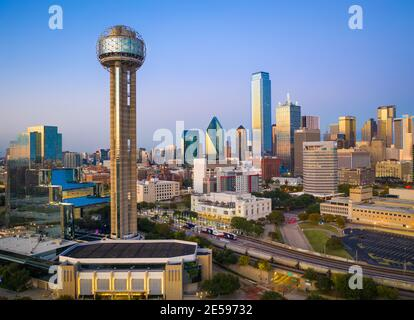 Dallas est la neuvième ville la plus peuplée des États-Unis d'Amérique et la troisième ville la plus peuplée de l'état du Texas.