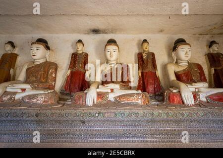 Statues de Bouddha assis à l'intérieur de HPO Win Daung Caves (AKA Phowintau
