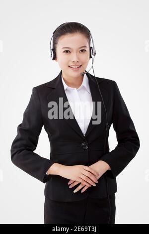 Femme d'affaires orientale portant un casque photo de haute qualité