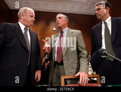 Retired U.S. Army Major Gen. Paul Eaton (c) makes a point to retired U.S. Marine Corps Col. Thomas Hammes (L) and retired U.S. Army Gen. John Batiste before testifying at the Democratic Policy Committee's oversight hearing on Capitol Hill in Washington to discuss the planning and conduct of the war in Iraq September 25, 2006. REUTERS/Kevin Lamarque  (UNITED STATES)