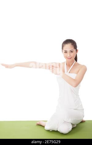 Jeune femme de mode entraîneur Yu GA photo de haute qualité