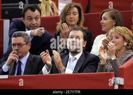 (bottom L-R) Madrid's mayor Alberto Ruiz-Gallardon, opposition leader Mariano Rajoy and President of Madrid's regional government Esperanza Aguirre attend the quarterfinal tennis match of U.S. Robby Ginepri and David Ferrer of Spain at the Madrid Masters Series tennis tournament in Spain, October 21, 2005. Ginepri won the match by 6-1 6-4. REUTERS/Andrea Comas