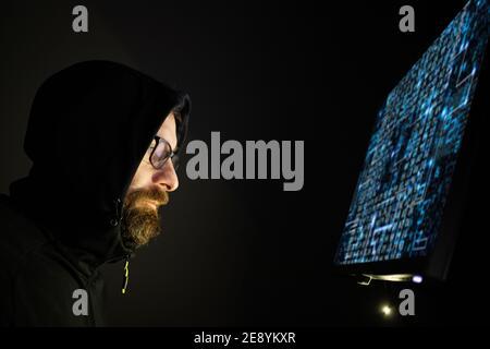 concept de cybersécurité de codage de nuit par hacker