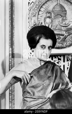 Indira Gandhi, Premier ministre indien, au National Press Club, Washington, D.C., États-Unis, Warren K. Leffler, 29 mars 1966 Banque D'Images