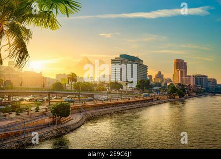 Vue sur le Caire moderne du Nil.