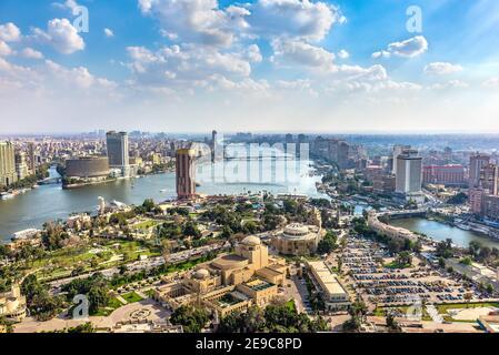 Paysage urbain du Caire sur le Nil, vue d'en haut. Égypte.