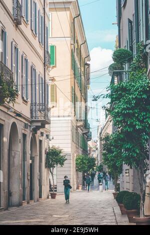 Rue italienne typique du centre-ville historique de Milan. Milan, Italie - 24 septembre 2020 Banque D'Images