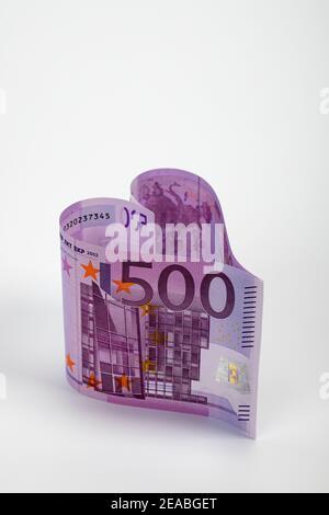 Deux billets de 500 euros en forme de coeur, image symbolique, le billet de 500 euros est éteint, Banque D'Images