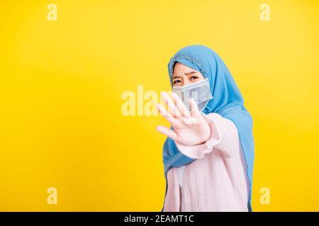 Asiatique musulmane arabe femme Islam religieux porter voile hijab show dites sans signe à la main