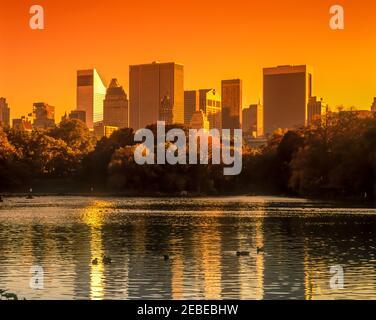 2001 HISTORIQUE MIDTOWN SKYLINE LAKE CENTRAL PARK MANHATTAN NEW YORK VILLE ÉTATS-UNIS