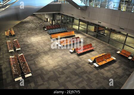 Aéroport de doha désert suite à l'arrêt d'activité au covid19