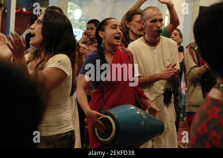 Les adeptes et les croyants de Krishna chantent et dansent lors de la célébration du festival Radhastami au Centre culturel Casa Vrinda à Caracas, au Venezuela, aujourd'hui, le 25 août 2020. Le festival marque l'anniversaire de la naissance du consort de Krishna, Radharani. (Photo par Bernardo Suarez / INA photo Agency / Sipa USA)