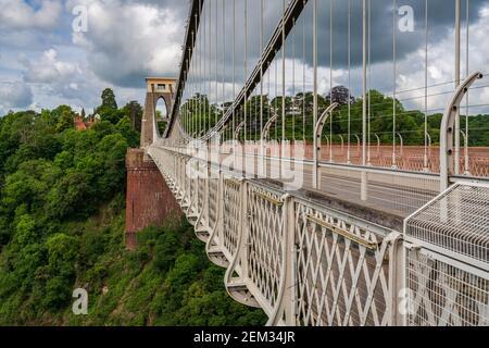 Bristol, Angleterre, Royaume-Uni - Juin 09, 2019: Le pont suspendu de Clifton, vu depuis le village de Clifton