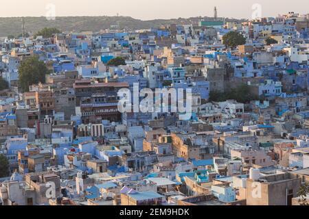 Vue sur la vieille ville bleue de Jodhpur depuis le temple de Chamunda Devi, Jodhpur, Rajasthan, Inde.