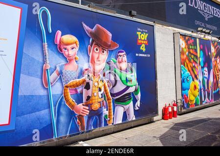 Une image de Sheriff Woody, Buzz Lightyear et Bo PEP vue pendant le Carnaval. Toy Story 4 est célébré avec un thème de carnaval de différents jeux et défis par Hong Kong Harbour City et Disney à Hong Kong, Chine. (Photo de Daniel Fung / SOPA Images / Sipa USA)