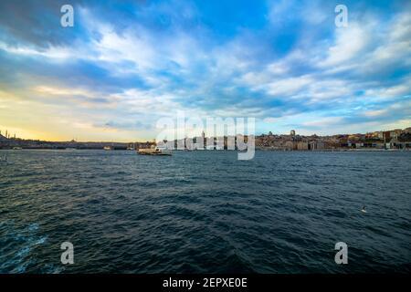 Paysage urbain d'Istanbul et un ferry