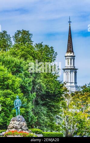 Lexington minute Man Patriot Statue First Parish Church Spire Lexington Battle Green Massachusetts. Site du 19 avril 1775 première bataille d'américain