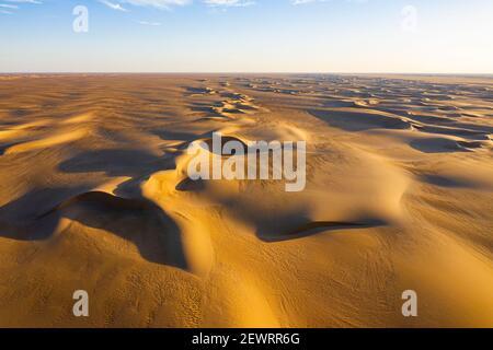 Aérienne des dunes de sable dans le désert de Tenere, Sahara, Niger, Afrique