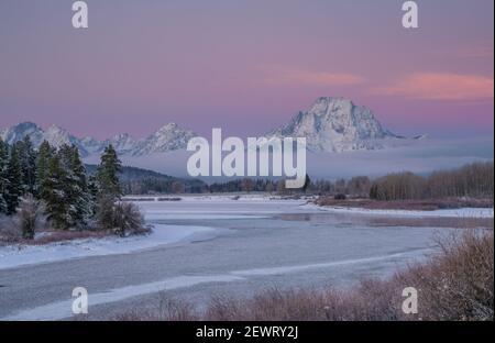 Lumière avant l'aube à Oxbow Bend avec Mount Moran, Grand Teton National Park, Wyoming, États-Unis d'Amérique, Amérique du Nord