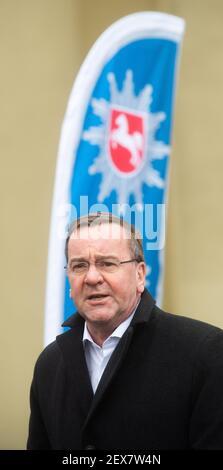 04 mars 2021, Basse-Saxe, Hanovre: Boris Pistorius (SPD), ministre de l'intérieur de Basse-Saxe, est dans la Direction de la police centrale de Basse-Saxe. La vaccination des policiers par ordre de priorité a commencé en Basse-Saxe. Photo: Julian Stratenschulte/dpa