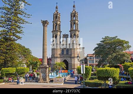 Cathédrale néo-gothique Immaculée conception / Catedral de la Purísima Concepción sur la place principale dans le centre-ville de Tepic, Nayarit, Mexique