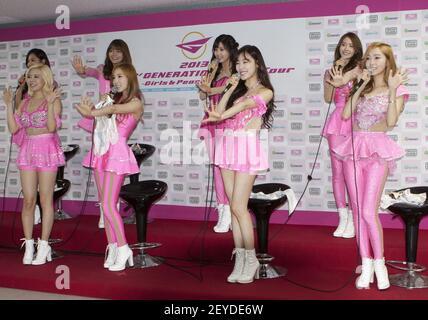 9 juin 2013 - Séoul, Corée du Sud : Groupe de filles sud-coréen Girls Generation assister à un appel photo lors de la conférence de presse pour le concert en direct du World Tour '2013 Girls Generation World Tour-Girls & Peace' à Olympic Park Gym à Séoul, Corée du Sud, le 9 juin 2013. « œ2013 Girls Generation World Tour-Girls & Peace†World tour concert live commence à Séoul du 8 au 9 juin et se rendra en Asie. L'agence a déclaré qu'elle prépare également un autre concert au Japon, à Tiwan et en Amérique du Nord ou en Amérique du Sud. Crédit photo: Lee Young-Ho/Sipa USA