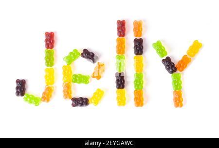 GELÉE de mot faite d'ours en gelée multicolores disposés sur un fond blanc.