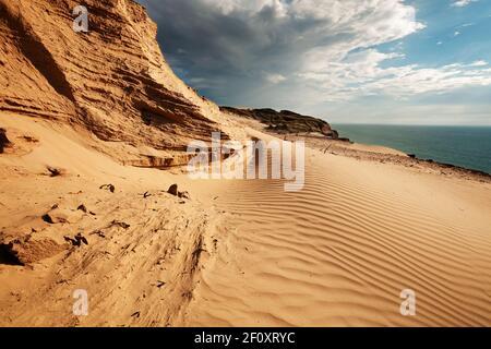 Tracé des vagues formé par le vent sur la dune de sable errante de Rubjerg et les falaises de grès entre Lønstrup et Løkken, Danemark; Lønstrup Klint; Danmark
