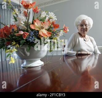 Marjorie Ellfeldt Rees, 87 ans, de Prairie Village, photo le 29 juin 2009, Est l'un des 300 Wasps survivants, un acronyme pour les femmes pilotes de la Seconde Guerre mondiale Très bientôt, Rees recevra une pièce d'or du Congrès pour son service. (Photo de Jim Barcus/Kansas City Star/MCT/Sipa USA)