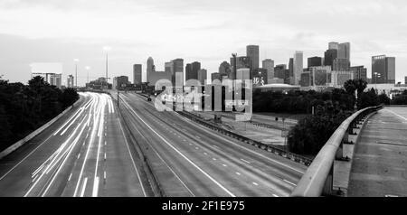 Les routes semblent converger vers le centre-ville de Ville Houston au Texas