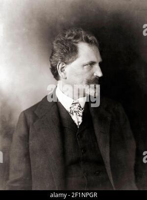 Alphonse Mucha, nom complet Alfons Maria Mucha, 1860 - 1939. Peintre et graphiste tchèque. Après un travail du début du XXe siècle par un photographe non identifié. Banque D'Images