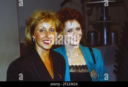 Prominenz auf der IFA à Berlin, Allemagne 1989, hier: Hildegard Hilde und Charlotte Lotti Krekel