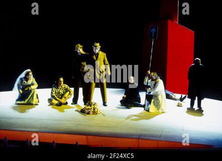 l-r: Jane Henschel (Fricka), Paul Charles Clarke (Froh), Gwynne Howell (Fasolt), Carsten Stabell (Fafner), Peter Sidhom (donner), John Tomlinson (Wotan) dans DAS RHEINGOLD par Wagner à l'Opéra Royal, Covent Garden, Londres WC2 13/10/1994 directeur de l'éclairage: Richard Collins