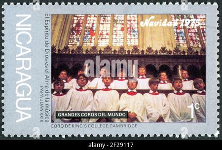 NICARAGUA - VERS 1975: Un timbre imprimé au Nicaragua, numéro de Noël, a montré le Chorus de King's College, Cambridge, vers 1975