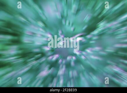 Fond abstrait vert - accélération radiale de l'eau bouillante dans un pot en verre, bulles et éclaboussures floues.