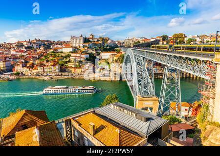 Pont en acier Dom Luis I sur le fleuve Douro à Porto, Portugal Banque D'Images