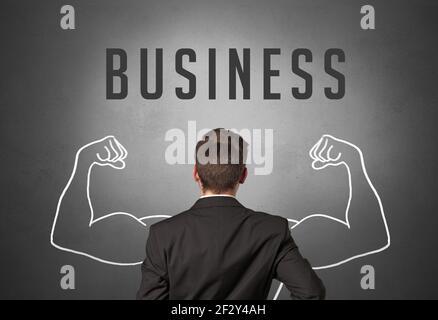 Vue arrière d'un homme d'affaires, concept d'entreprise puissant