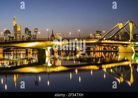 Géographie / voyage, Allemagne, Hesse, Skyline, Floesserbruecke (pont Floesser), Quartier des banques, Francfort-sur-le-Mai, Freedom-of-Panorama